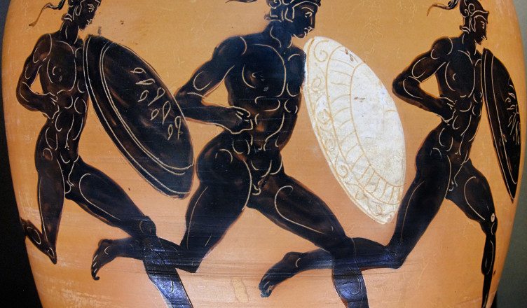 Hoplitodromos from an Attic black-figure Panathenaic amphora, 323–322 BC (photograph Marie-Lan Nguyen)